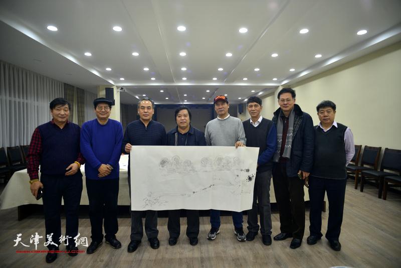左起:皮志刚、张佩刚、李寅虎、李耀春、马寒松、张寿庠、潘津生、张养峰在金带福路文化中心。