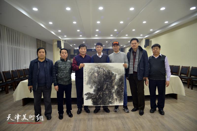 左起:李耀春、郑永盛、皮志刚、张寿庠、马寒松、潘津生、张养峰在金带福路文化中心。