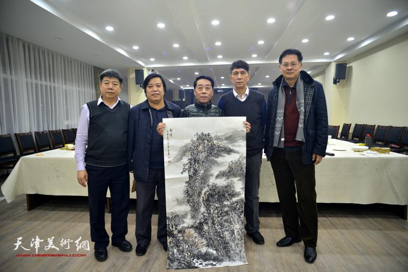 左起:张养峰、李耀春、郑永盛、张寿庠、潘津生在金带福路文化中心。