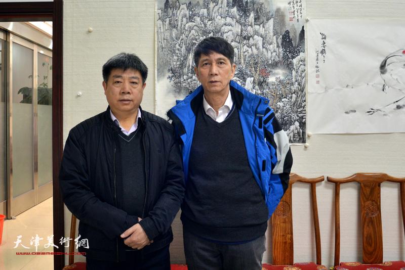 张寿庠、张养峰在金带福路文化中心。