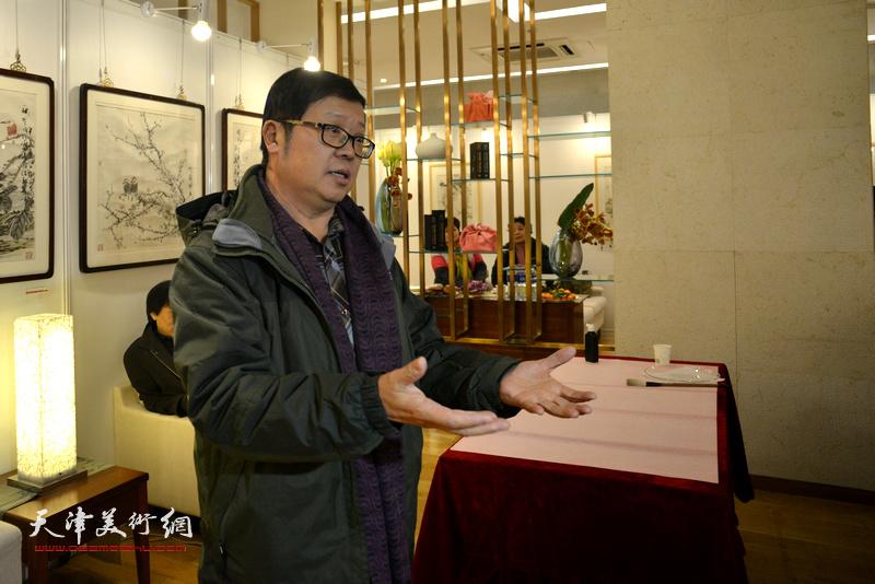 天津玺朗文化传媒公司艺术总监萧珑致辞。