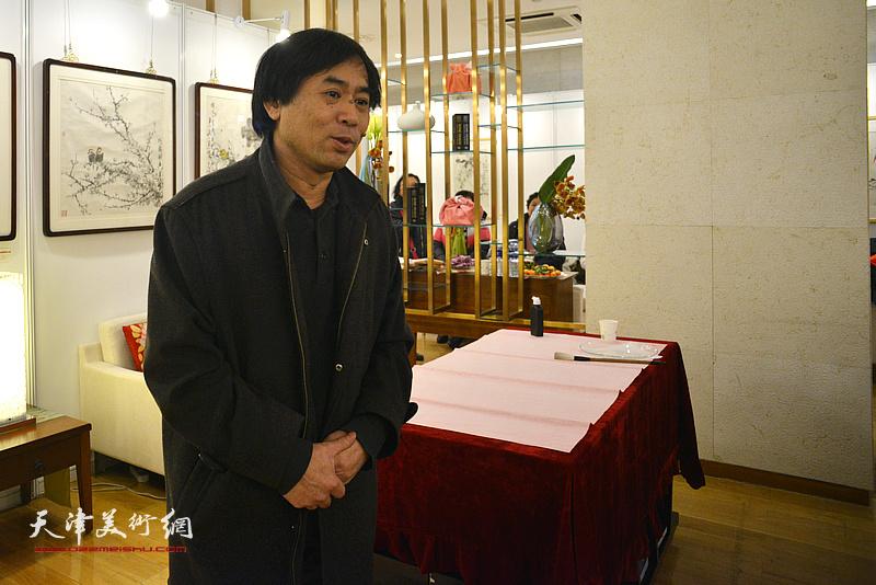 天津美术学院教授肖培金致辞。
