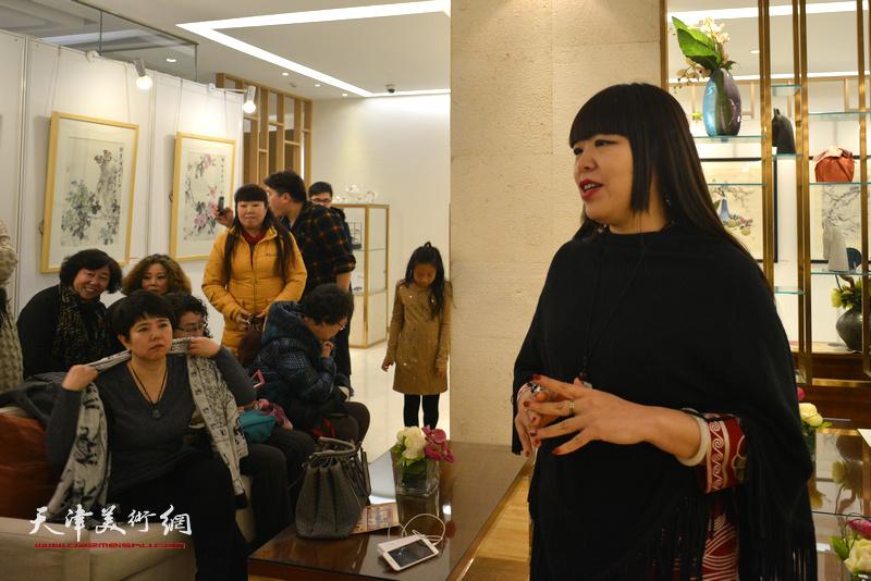意庄美术馆馆长、著名策展人肖冰主持艺术沙龙。