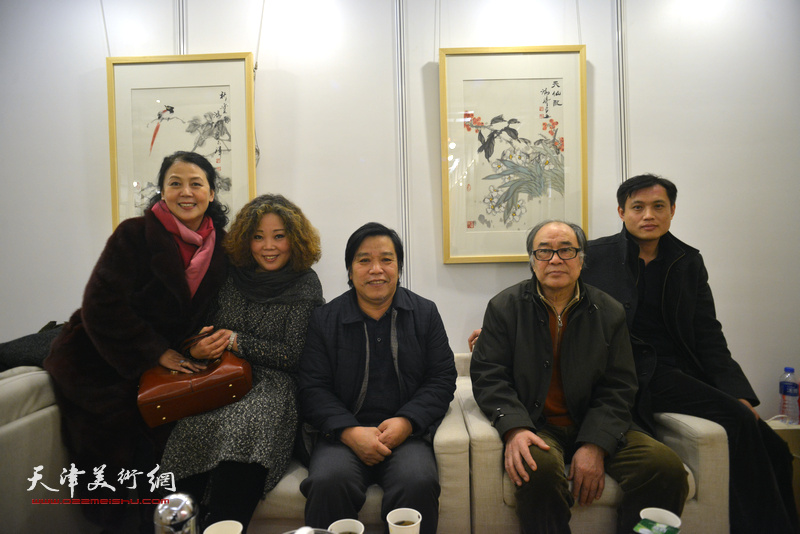 郭书仁、李耀春、赵新立、王红、周在艺术沙龙展上。