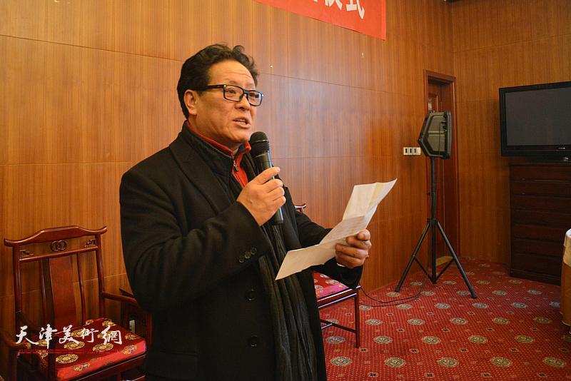 著名画家郭鸿春先生收徒仪式现场,新弟子代表陈鸿瑄发言。