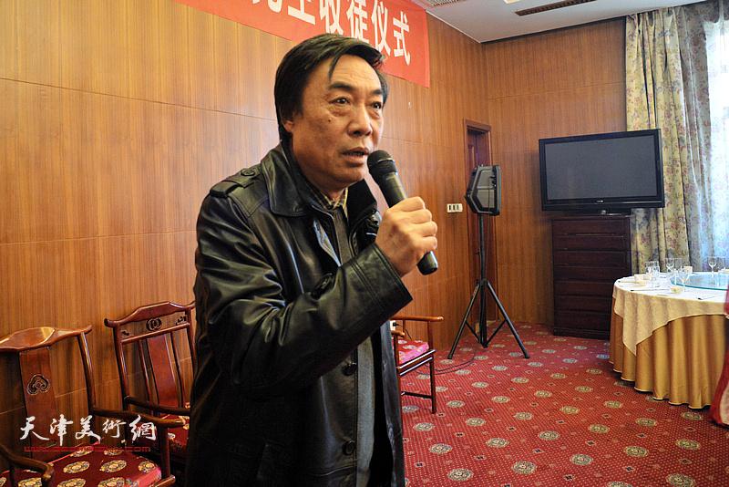 著名画家郭鸿春先生收徒仪式现场,嘉宾代表杜晓光发言。