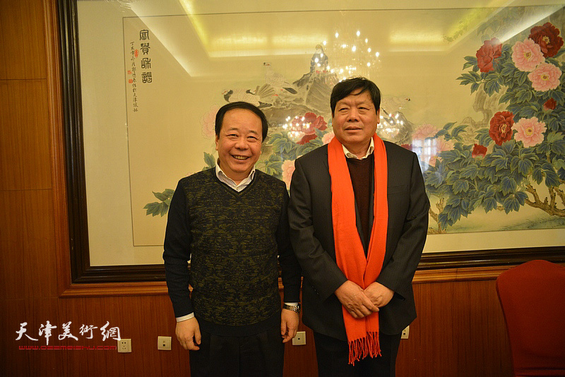 郭鸿春与赵寅在收徒现场。