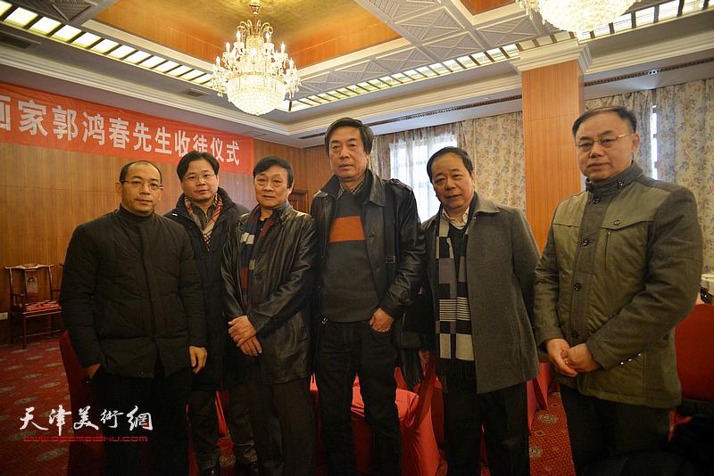 左起来宾:姜志峰、齐君、琚俊雄、杜晓光、赵寅、李新禹在收徒现场。