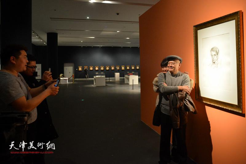 记者周凡恺、高丽与达利的《毕加索》有个约会。