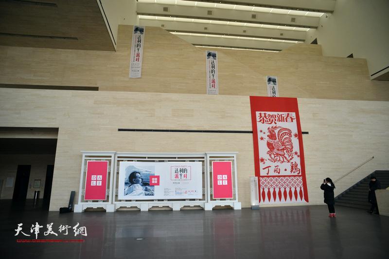 """""""达利的派对——超现实主义大师萨尔瓦多·达利艺术大展""""在天津美术馆展出。"""
