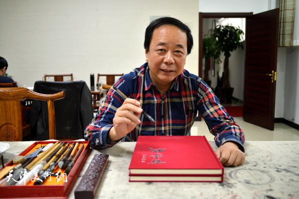 天津著名书法家赵寅。
