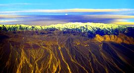 飞机舷窗的惊艳—艺术家霍然高空摄影作品欣赏