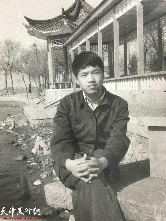 在天津工艺美校学习时的程亚杰
