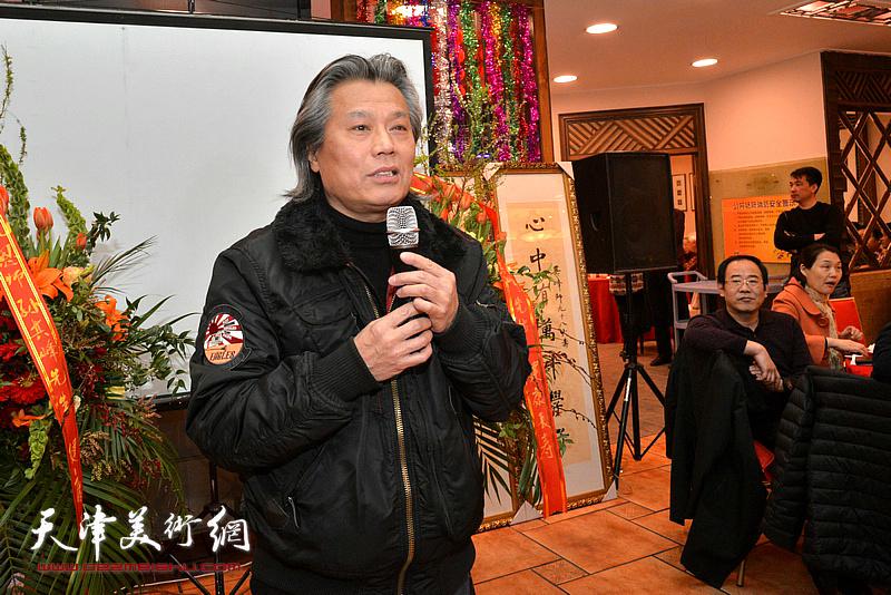 国家画院实验水墨研究所所长、上海华东大学服装学院院长陈建辉致