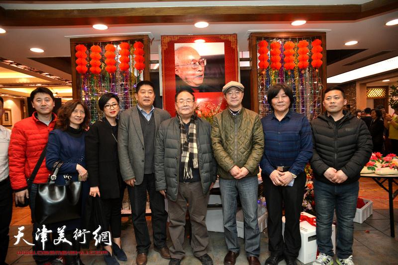 孙季康、马新林、张彦、高学年等在庆寿聚会现场。