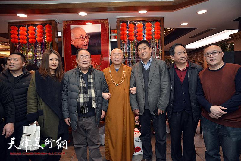 孙季康、智如法师、马新林、孙岩、孙欣等在庆寿聚会现场。