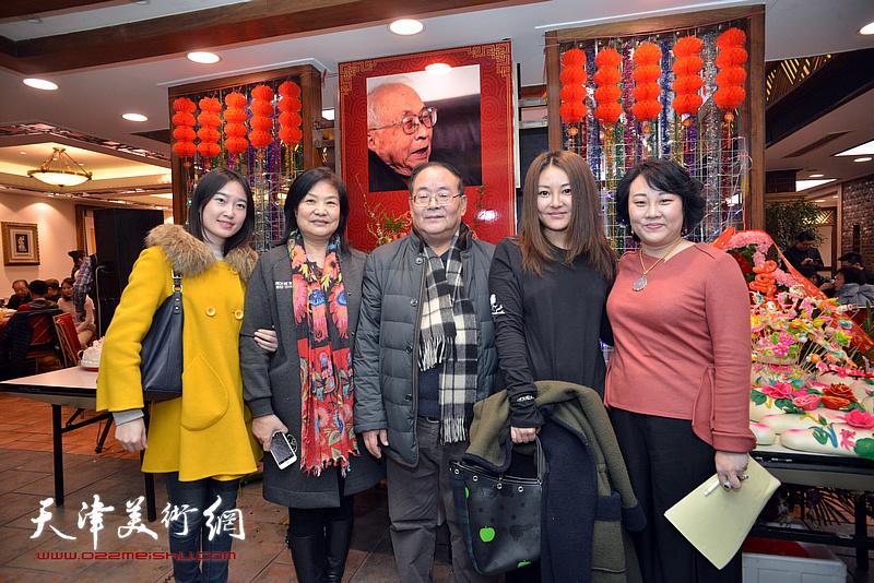 孙季康、白素兰、孙瑜、孙欣在庆寿聚会现场。