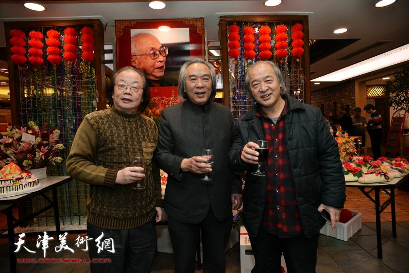 霍春阳、王书平、董振涛在庆寿聚会现场。