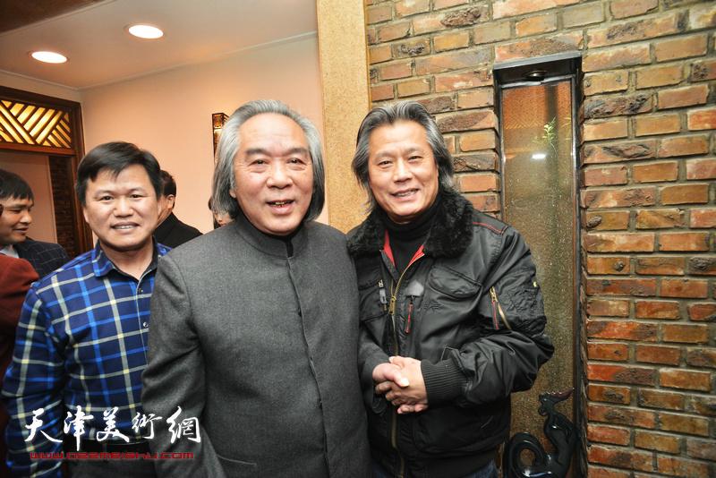 霍春阳与陈建辉在庆寿聚会现场。