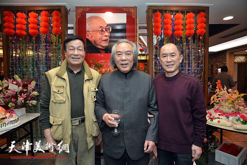 霍春阳与季家松在庆寿聚会现场。