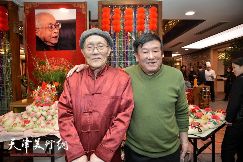 孙长康与王建忠在庆寿聚会现场。