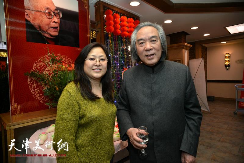 霍春阳、冯海娇在庆寿聚会现场。