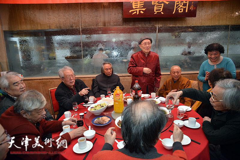 霍春阳、孙长康、智如法师、贾宝珉、姚景卿、王连仲在庆寿宴上。
