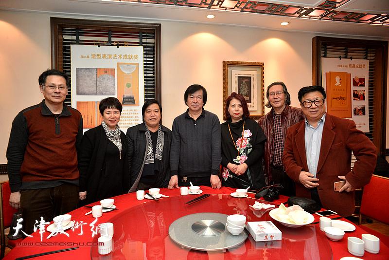 史振岭、李耀春、潘津生、张恩祥、周月庆、车凤云、张丽在庆寿宴