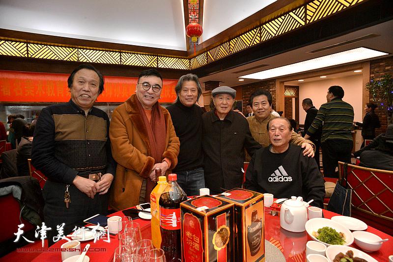 孙贵璞、陈建辉、任庆明、李锐钧、张连志、肖胜利在庆寿宴上。