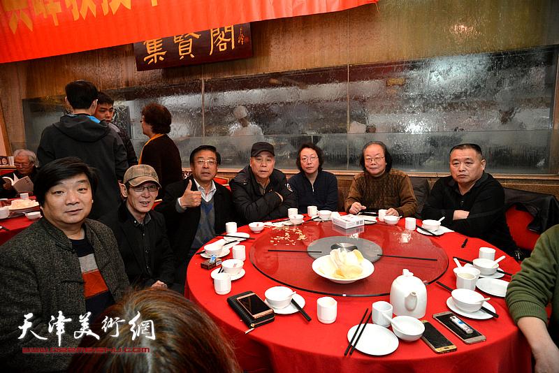 郭凤祥、董振涛、赵俊山、翟洪涛、王印强、董振智在庆寿宴上。