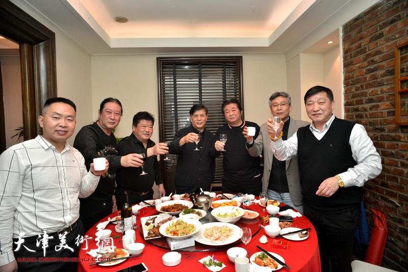 孙越、赵瑞生、皮志刚、杨维、李志民在庆寿宴上。