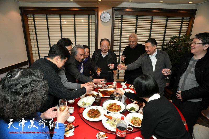 霍春阳、余明海、姜陆在庆寿宴上。