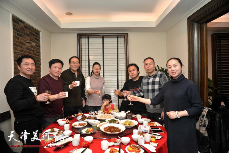 霍岩、于振豹、王子豪、刘建伟、范茗在庆寿宴上。