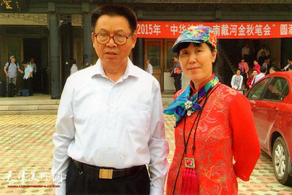 杨月春与李文朝先生。