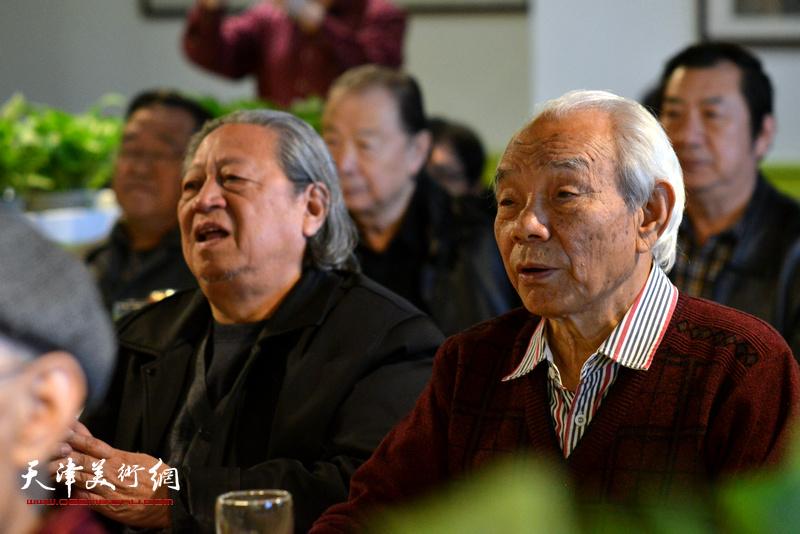 紀振民、陶家元在天津湖社畫會首屆會員代表大會上。
