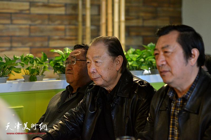 關尚卿、胡嘉良、孫玉河在天津湖社畫會首屆會員代表大會上。