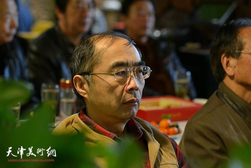 喻建十在天津湖社畫會首屆會員代表大會上。