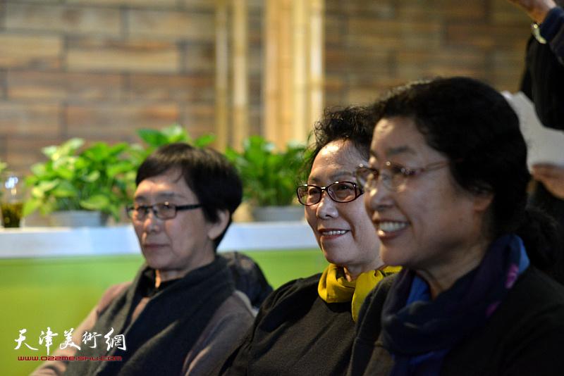 蕭惠珠、崔燕萍、張永敬在天津湖社畫會首屆會員代表大會上。