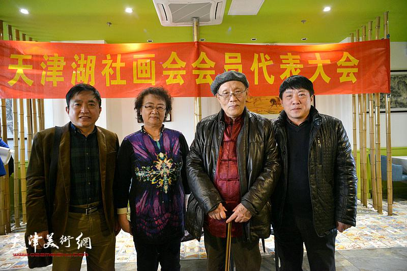 左起:王文元、馬文琴、孫長康、高原春在天津湖社畫會首屆會員代表大會上。