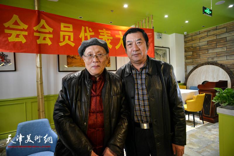 孫長康、孫玉河在天津湖社畫會首屆會員代表大會上。