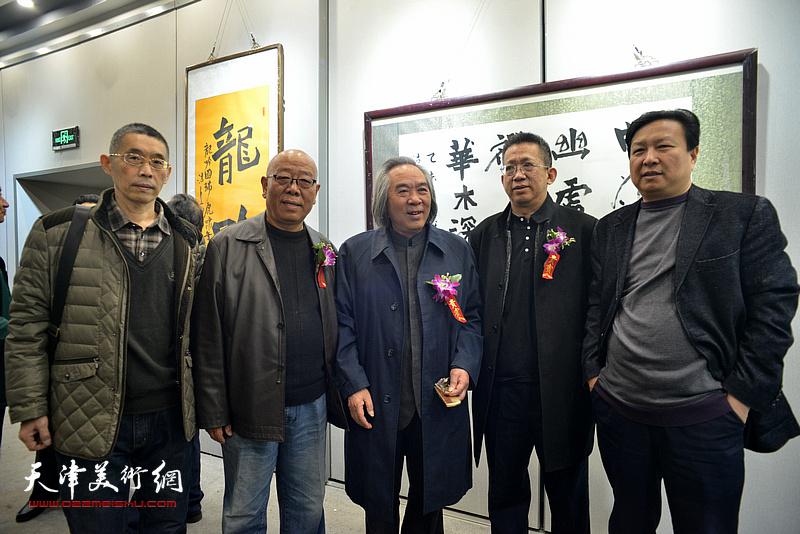 霍春阳、李毅峰、马俊卿、王连宏、梁学忠在六人展现场。