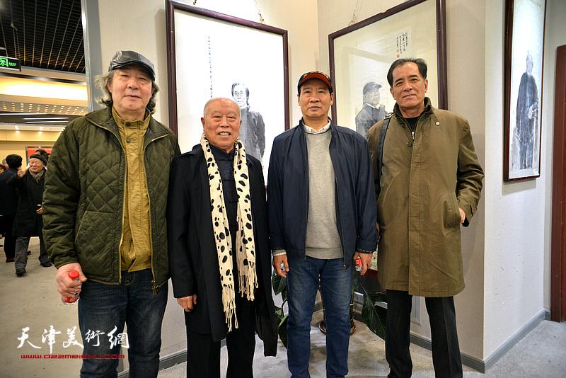 马寒松、王俊生、张亚光、张志连在六人展现场。
