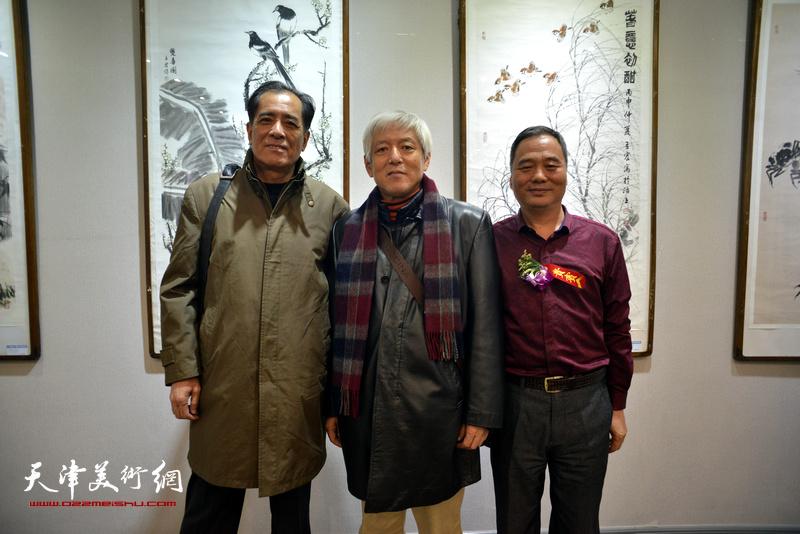陆福林、张志连、邢立宏在六人展现场。
