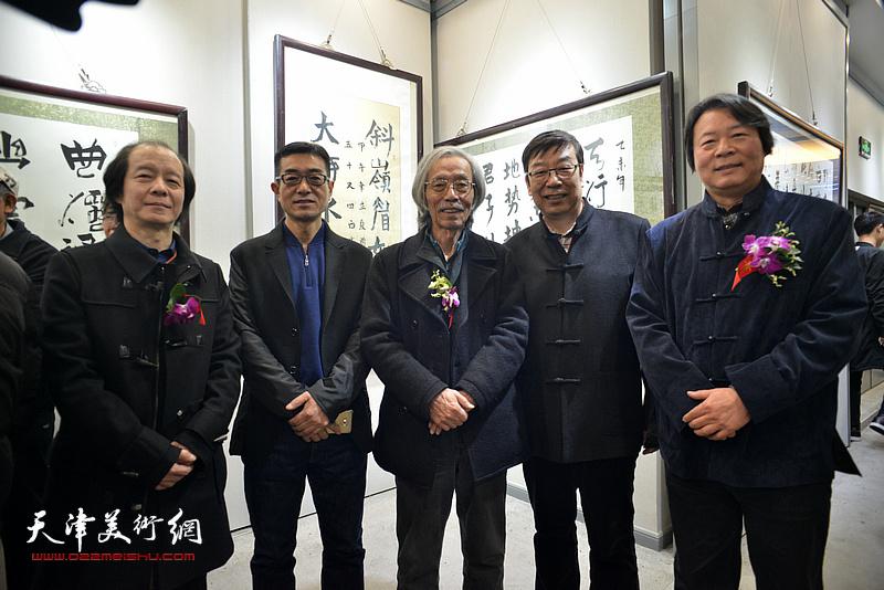 杨跃泉与姚景卿、时景林、王筌力、王维泉在六人展现场。