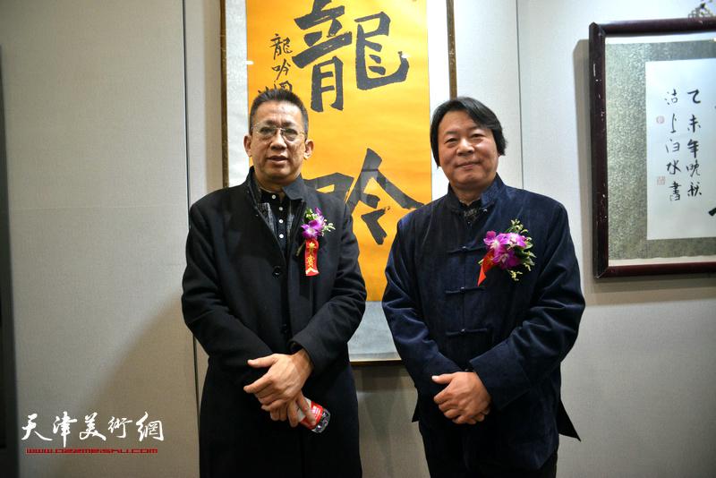 李毅峰、杨跃泉在六人展现场。
