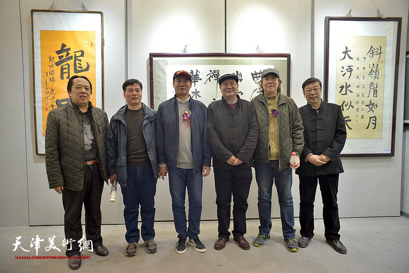 马寒松、张亚光、张佩刚、纪荣耀、时景林、陆冠津在六人展现场。