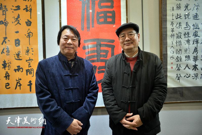 张佩刚、杨跃泉在六人展现场。
