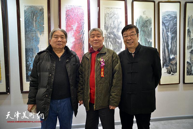 高杰、韩三群、时景林在六人展现场。