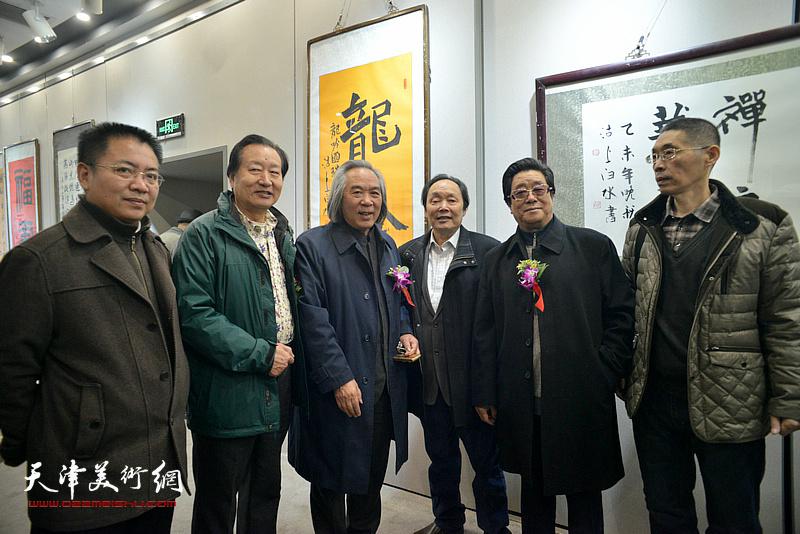 霍春阳、向中林、曲学真、刘家城、、梁学忠在六人展现场。