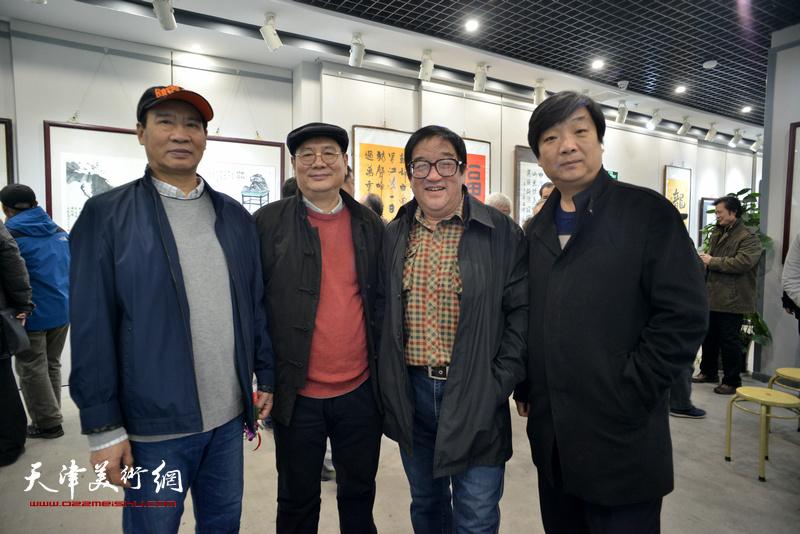 马寒松、张佩刚、卢贵友、翟洪涛在六人展现场。